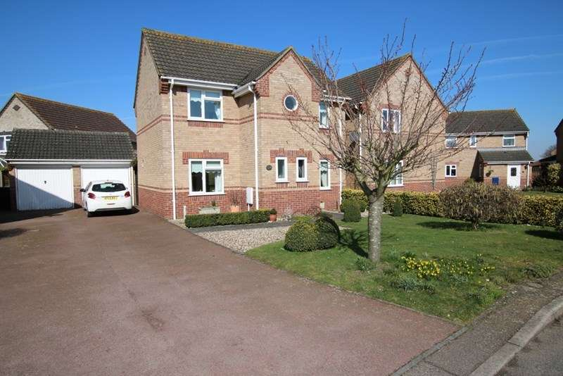 3 Bedrooms Detached House for sale in Lavender Close, Attleborough