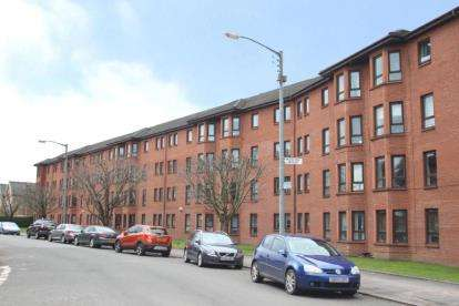 2 Bedrooms Flat for sale in Durward Court, Glasgow
