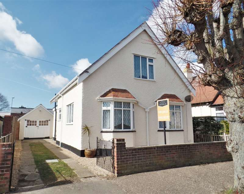 3 Bedrooms Detached House for sale in Kings Avenue, Holland on Sea