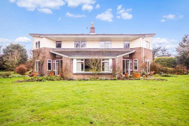 4 Bedrooms Detached House for sale in Henstead Road, Hethersett NR9