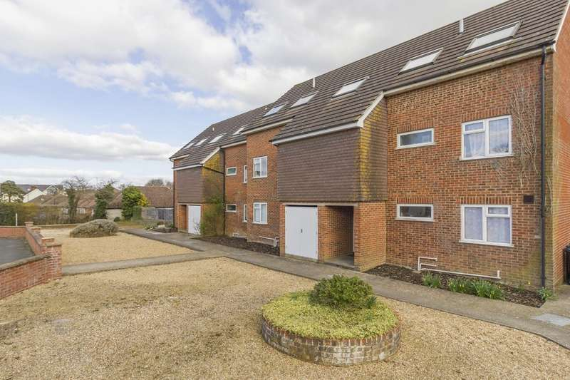 1 Bedroom Flat for sale in Mayfield Court, Junction Road RH15