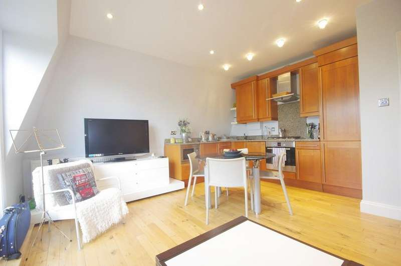 2 Bedrooms Penthouse Flat for sale in Crescent Wood Road, London SE26