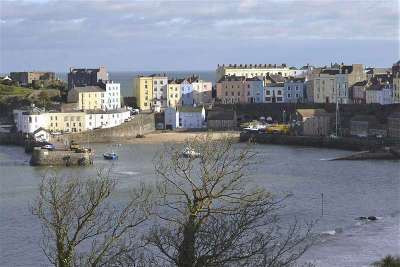 3 Bedrooms Flat for sale in Flat 10, Richmond House, Tenby, Pembrokeshire, SA70