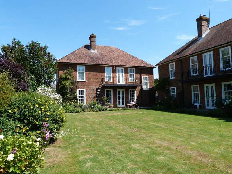 2 Bedrooms Apartment Flat for rent in Kent Close, Winchelsea TN36