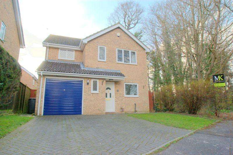 4 Bedrooms Detached House for sale in Hartsbourne Drive, Bournemouth