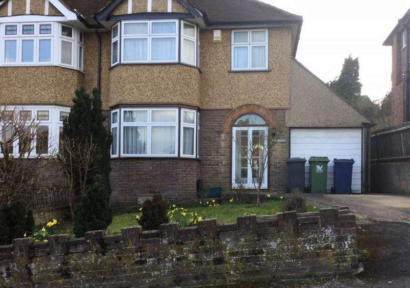 3 Bedrooms House for rent in Colville Road, High Wycombe, HP11
