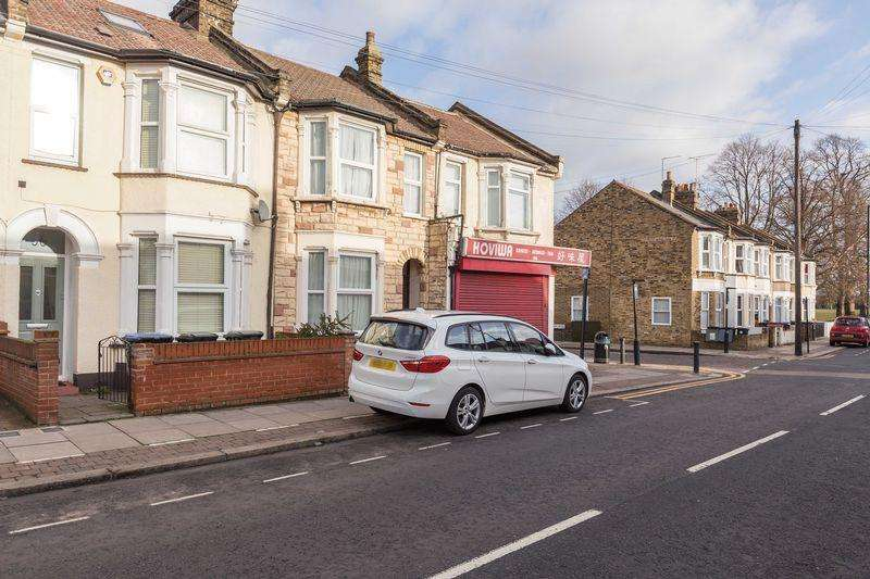 3 Bedrooms Terraced House for sale in Lincoln Road, Enfield