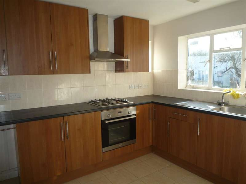 2 Bedrooms Apartment Flat for rent in Frimley Road, Chessington