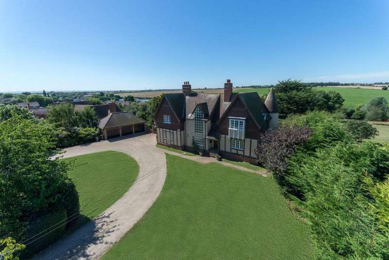 4 Bedrooms Detached House for sale in First Avenue, Frinton-On-Sea