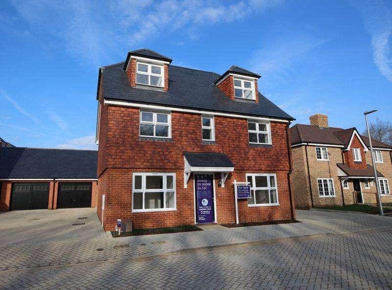 5 Bedrooms Detached House for sale in Ridge Way, Haywards Heath