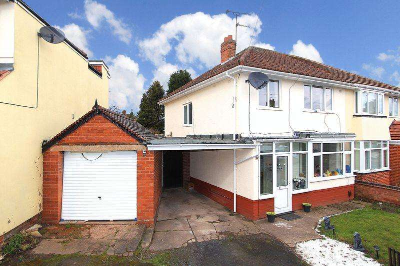 3 Bedrooms Semi Detached House for sale in PENN, Foxhills Road