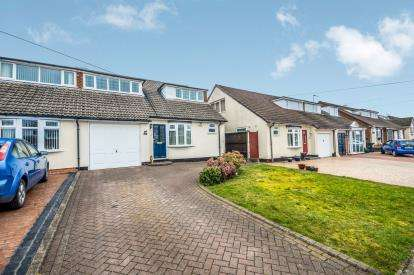 4 Bedrooms Semi Detached House for sale in Foxcroft Close, Burntwood, Staffordshire