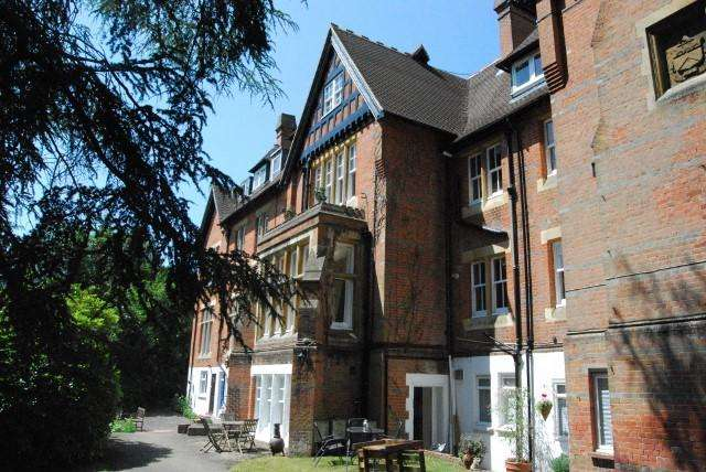1 Bedroom Apartment Flat for sale in Crowthorne Road, Sandhurst, Berkshire, GU47 8PF