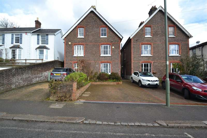 4 Bedrooms Semi Detached House for sale in Somerset Road, Redhill