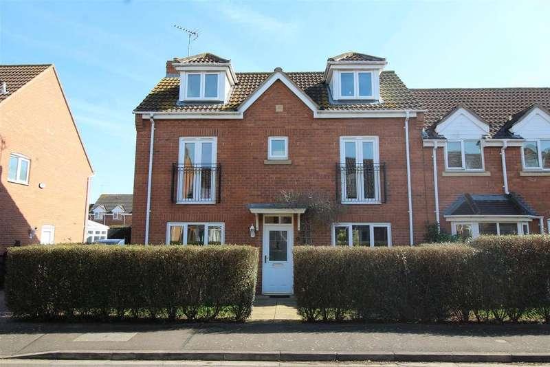 4 Bedrooms Semi Detached House for sale in Reedland Way, Hampton Vale, Peterborough