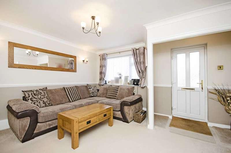 2 Bedrooms Flat for sale in Hardy Way, Gordon Hill, EN2