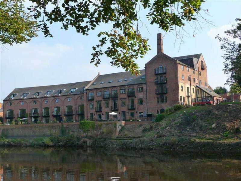 2 Bedrooms Penthouse Flat for sale in The Old Brewery, Kingsland, Shrewsbury, Shropshire