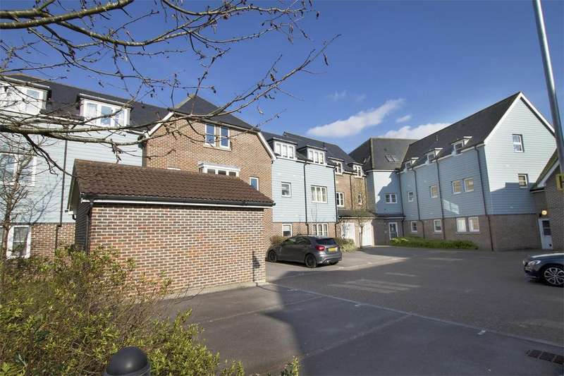 2 Bedrooms Flat for sale in Broadacre Place, Redlands Lane, Fareham, Hampshire
