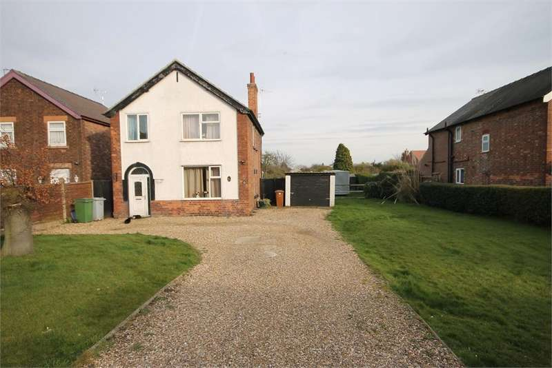 3 Bedrooms Detached House for sale in Winthorpe Road, Newark, Nottinghamshire. NG24 2AB