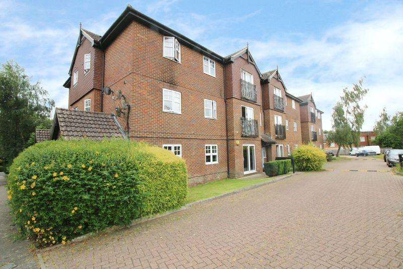 2 Bedrooms Apartment Flat for sale in Newbury Road, Crawley