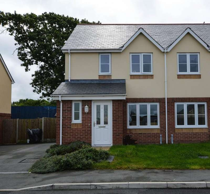 3 Bedrooms Semi Detached House for sale in Ger Y Nant, Y Felinheli, North Wales