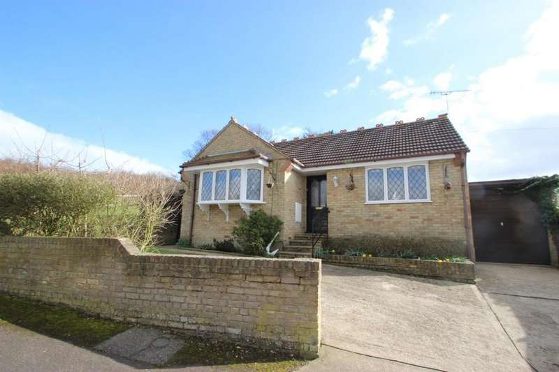 2 Bedrooms Detached Bungalow for sale in South Benfleet, SS7