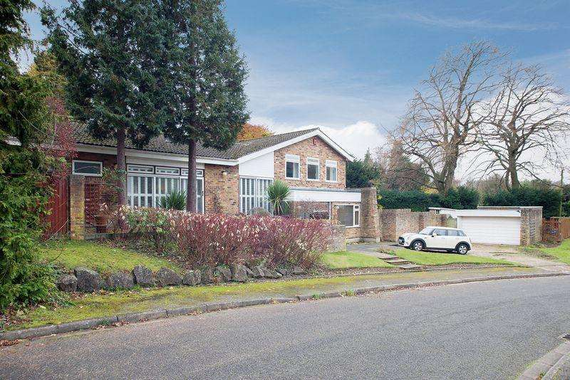 5 Bedrooms Detached House for sale in Cleave Prior, Chipstead
