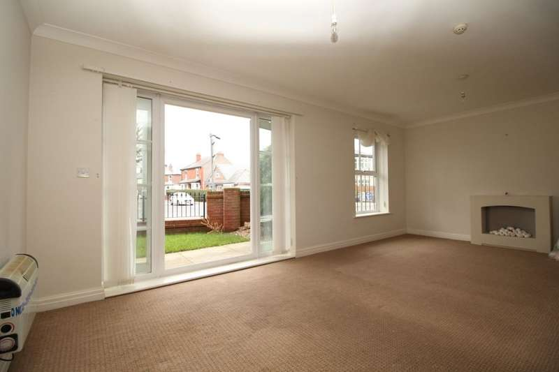 2 Bedrooms Flat for sale in Higher Green, Poulton-Le-Fylde, FY6