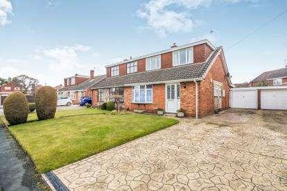 3 Bedrooms Bungalow for sale in Aspen Grove, Woodlands Estate, Willenhall, West Midlands