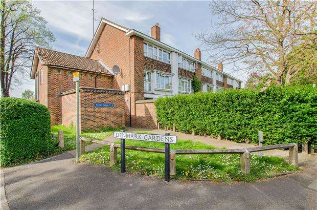 2 Bedrooms Flat for sale in Denmark Gardens, CARSHALTON, Surrey, SM5 2JN