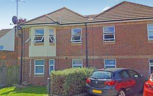 2 Bedrooms Flat for sale in Paragon Court, Hythe Road, Sittingbourne, Kent