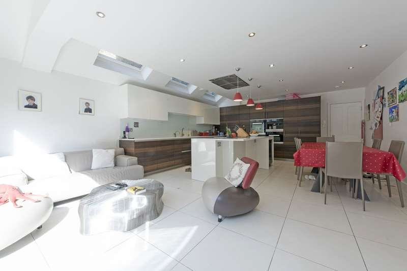 5 Bedrooms Terraced House for sale in Bowood Road, Battersea, London