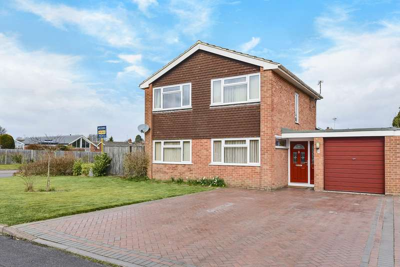 4 Bedrooms Detached House for sale in Blackwater Close, Oakley, Basingstoke, RG23
