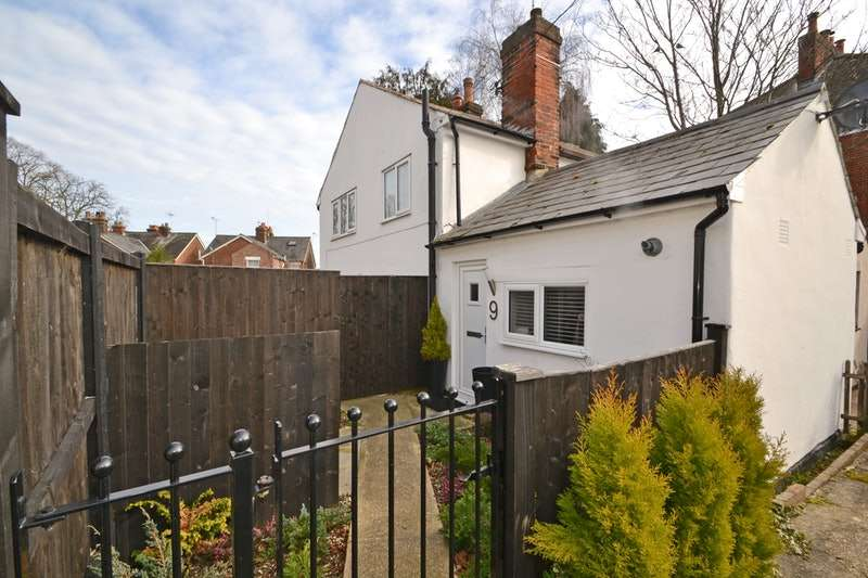 2 Bedrooms Semi Detached House for sale in Brook Place, Halstead, Essex, CO9