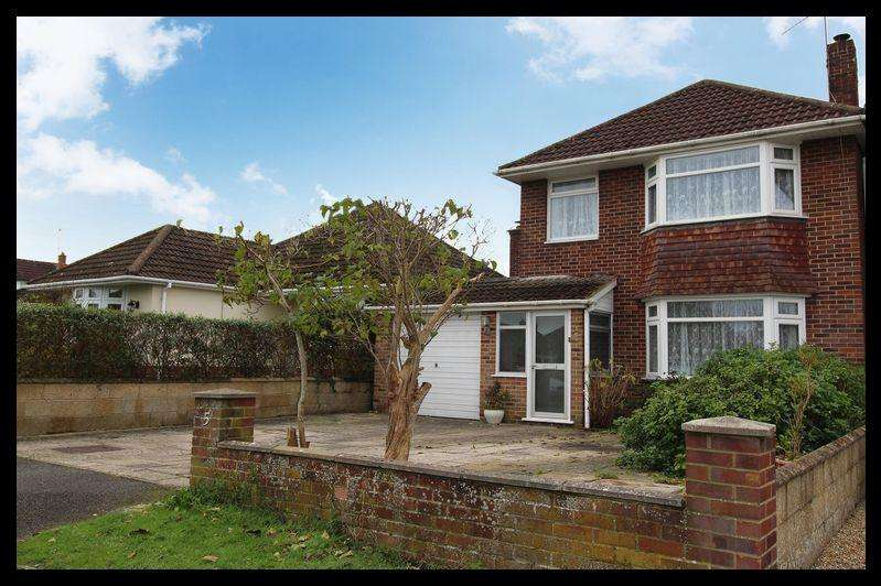 3 Bedrooms Detached House for sale in Bartley Avenue, Rushington, Southampton SO40