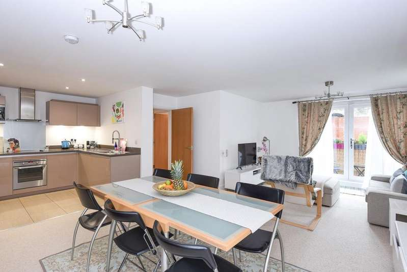 2 Bedrooms Flat for sale in Chislehurst Road Chislehurst BR7