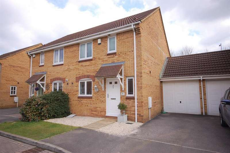 3 Bedrooms Semi Detached House for sale in Elizabeth Way, Mangotsfield, Bristol, BS16 9LX