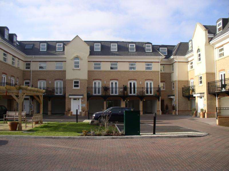 2 Bedrooms Apartment Flat for sale in Prospect Place, Hipley Street, Woking, Surrey, GU22