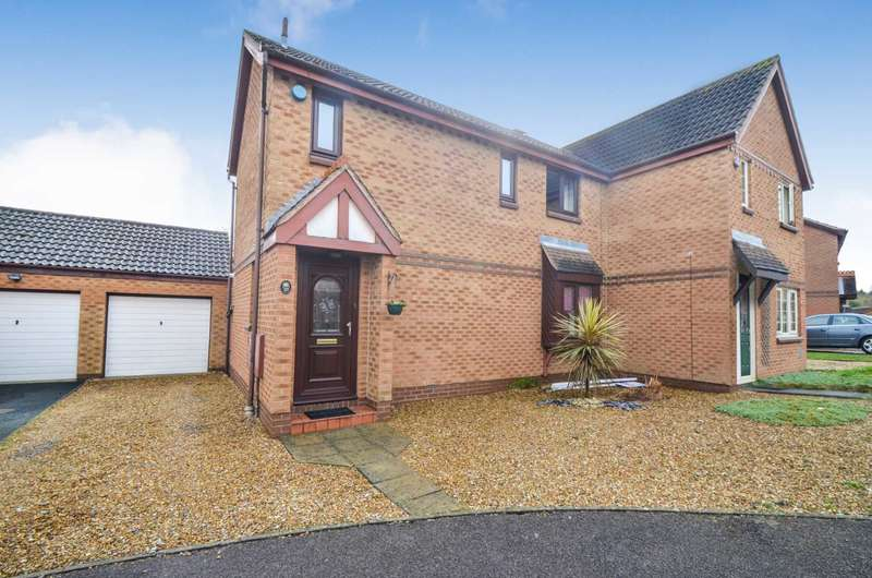 3 Bedrooms Semi Detached House for sale in Racecourse, Bletchley