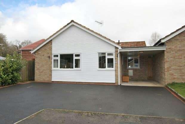 3 Bedrooms Link Detached House for sale in Melrose Gardens, Arborfield, RG2 9PZ