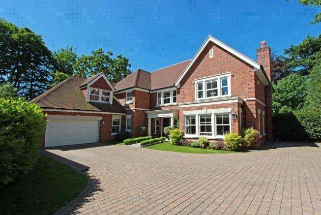 5 Bedrooms Detached House for sale in Hurst Drive, Walton on the Hill, Tadworth, Surrey, KT20