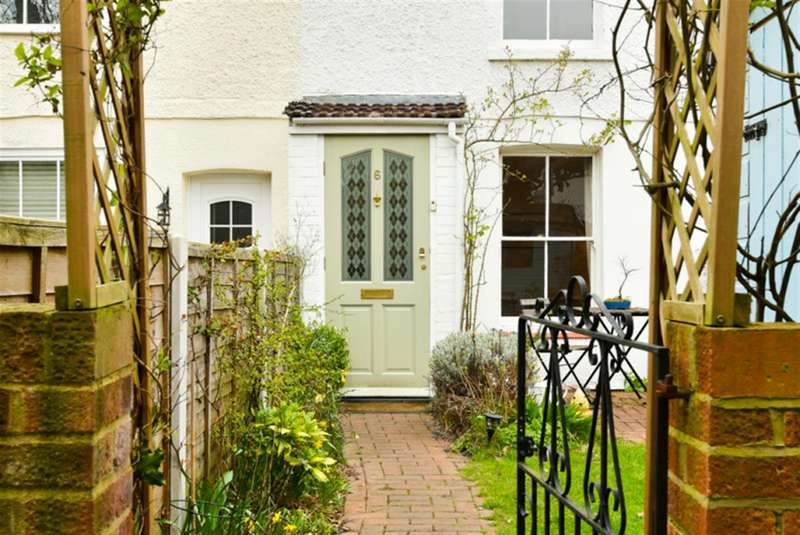 2 Bedrooms Property for sale in Spring Cottages, Surbiton