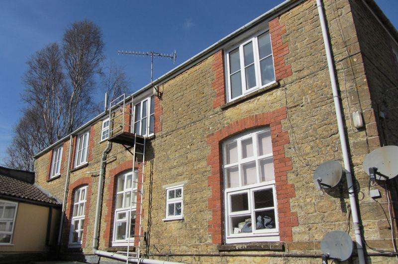 2 Bedrooms Apartment Flat for sale in 2c Market Street, Crewkerne