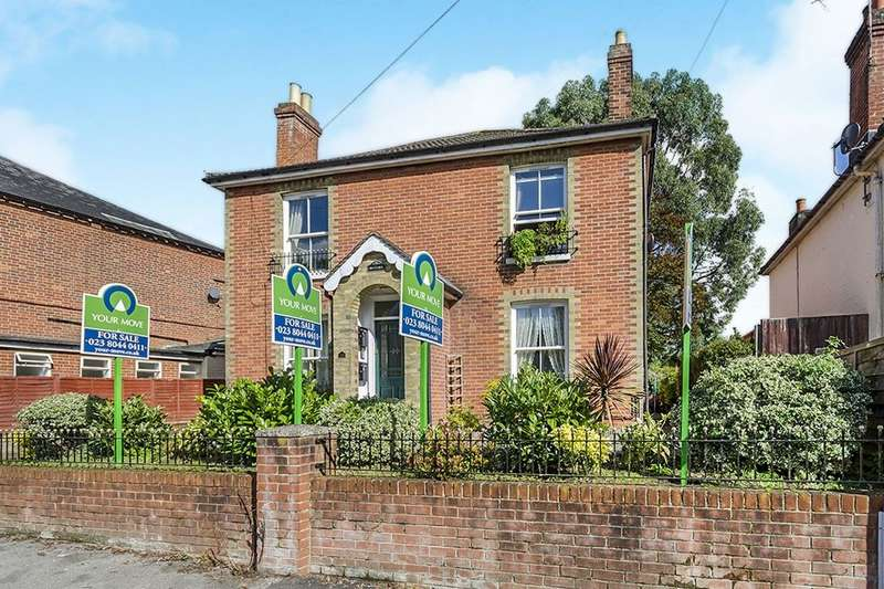2 Bedrooms Flat for sale in Victoria Road, Netley Abbey, Southampton, SO31
