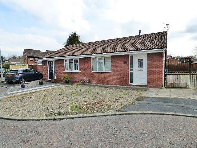 2 Bedrooms Bungalow for sale in Monkswood Close, Callands, Warrington