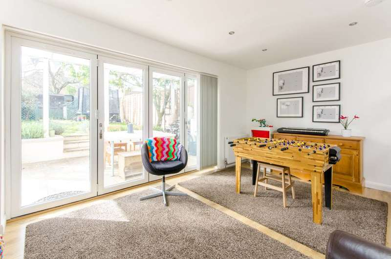 3 Bedrooms Flat for sale in Beaconsfield Road, Friern Barnet, N11