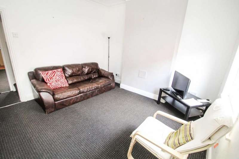 4 Bedrooms Terraced House for sale in Carberry Terrace, Hyde Park, Leeds