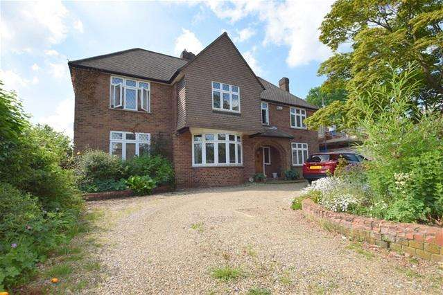 4 Bedrooms Detached House for rent in Vicarage Lane, Kings Langley