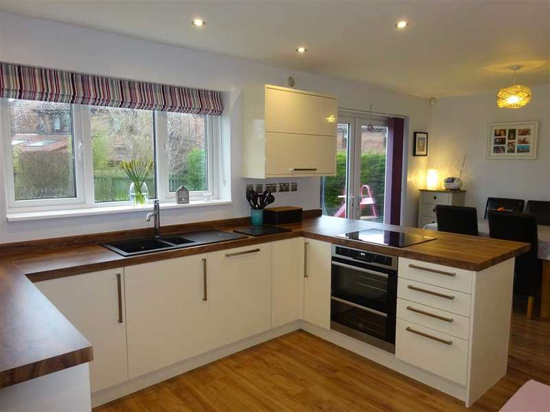 3 Bedrooms Detached House for sale in Torridon Place, Woodthorpe, York
