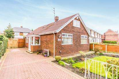 3 Bedrooms Bungalow for sale in Stockport Road, Denton, Manchester, Greater Manchester